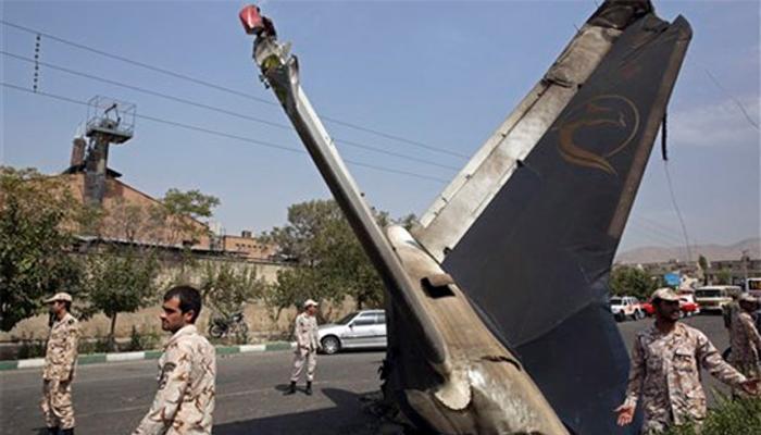 इराणमध्ये विमान कोसळून चाळीसहून अधिक प्रवासी ठार