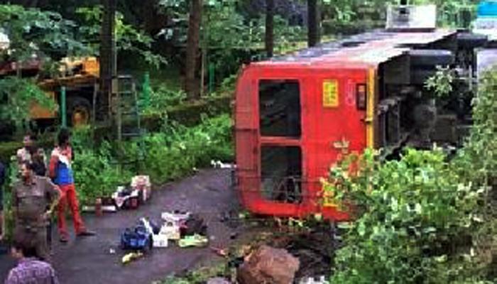 मुंबई - गोवा महामार्गावर एसटी अपघात, १ ठार १५ जखमी