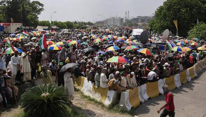 पाकिस्तान हिंसा: प्रदर्शनकर्ते संसदेत, 8 ठार, 450हून अधिक जखमी