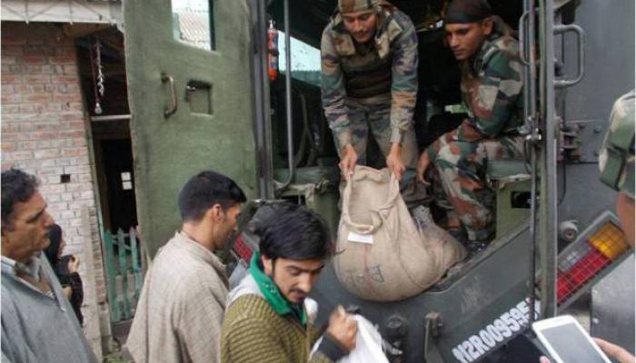 श्रीनगरमध्ये लष्कर, एनडीआरएफवर राग काढण्याचा प्रयत्न