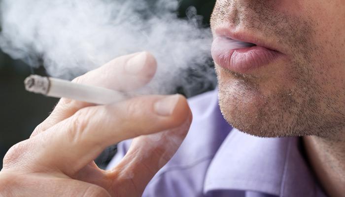 योगा करा आणि धूम्रपान सोडा!