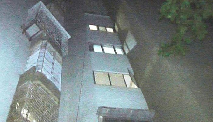 बाराव्या मजल्यावरून उडी मारून विद्यार्थिनीची आत्महत्या