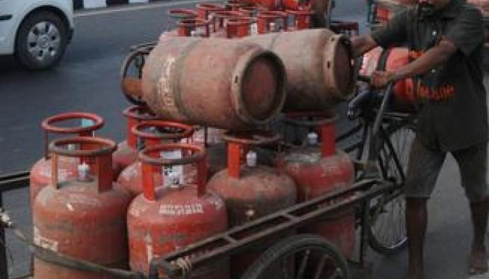 गॅस सिलिंडर दरात कपात