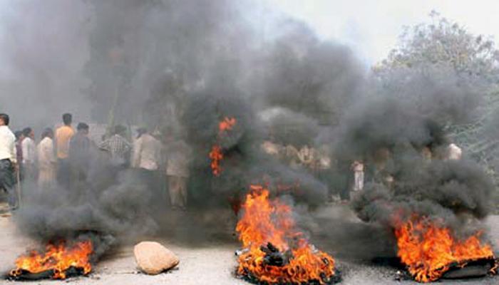 साखर आयुक्त पैसे गोळा करण्यात दंग - राजू शेट्टी