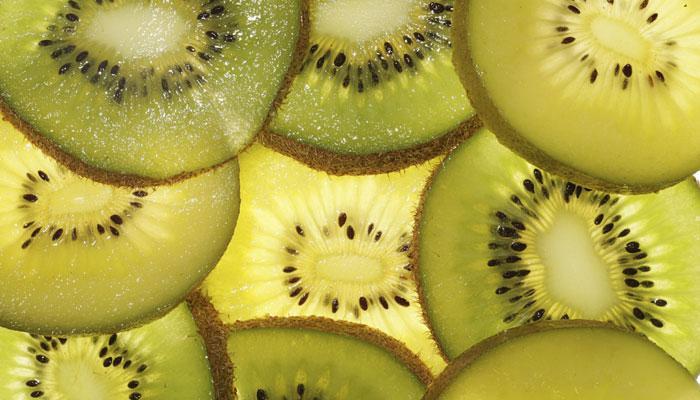 आपल्या आरोग्यासाठी अनेक गुणांनी परिपूर्ण किवी फळ
