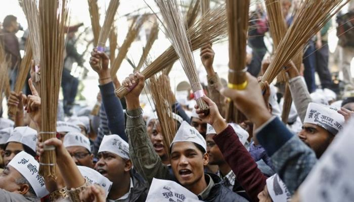 दिल्लीतल्या 'हवे'मुळे झाडुच्या किंमती वधारल्या