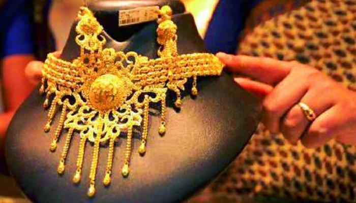 भारतात सोन्याची मागणीत १४ टक्क्यांनी घट