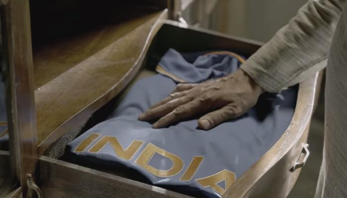 'क्रिकेट फॅन्स'च्या हृदयाला भिडणारा हा व्हिडिओ!