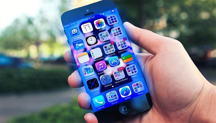 मोबाईल फोन्सच्या स्पर्धेच्या जंजाळात ग्राहकांना 'अच्छे दिन'!