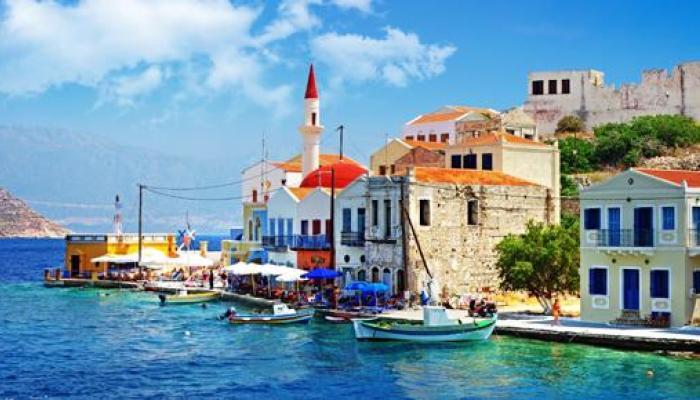 ग्रीस दिवाळखोरीत, पर्यटकांना सुगीचे दिवस