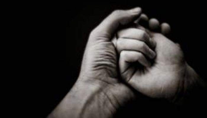 ताजमहालासमोरच युगुलाचा गळा कापून आत्महत्येचा प्रयत्न