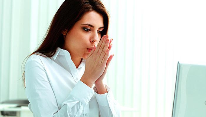 ऑफिसमध्ये पुरुषांपेक्षा महिला का पडतात लवकर 'थंड'... पाहा, झाला खुलासा...