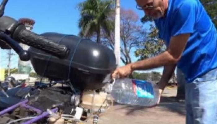 VIDEO : पाण्यावर चालते ही बाईक, एक लीटरमध्ये 500 किमी