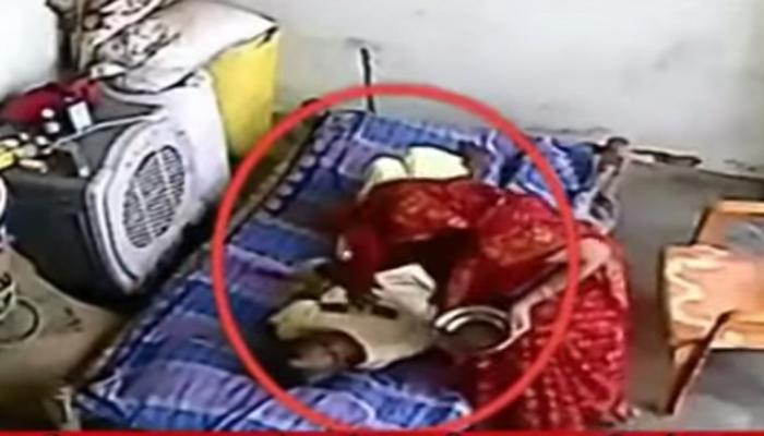 VIDEO : असहाय्य सासूला सुनेची जीवघेणी मारहाण