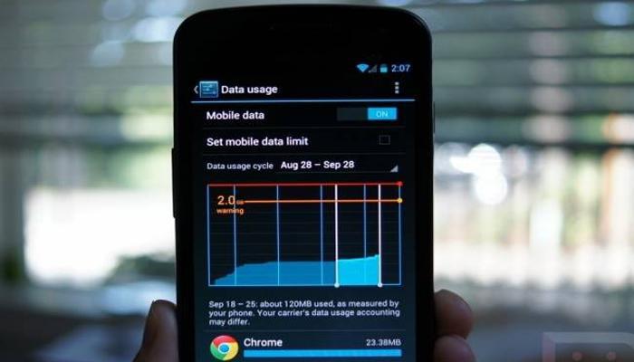 स्मार्टफोनमधील वाढलेला डेटा चार्ज कमी करण्यासाठी खास ट्रिक्स