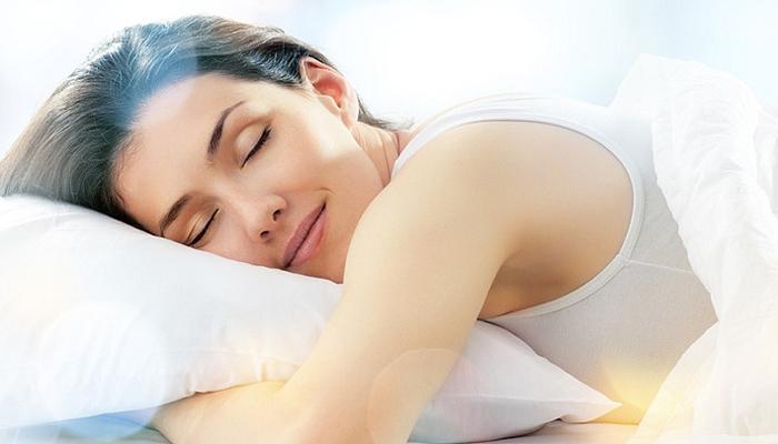पुरेशा झोपेचा आणि सर्दीचा काय संबंध, पाहा...!