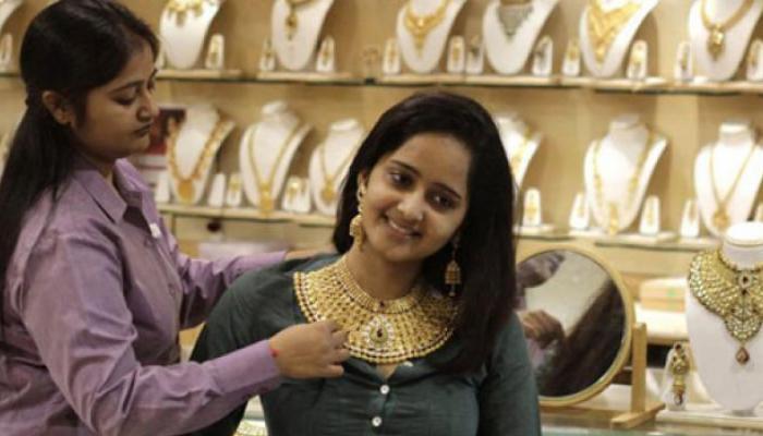सोने १९० रुपये स्वस्त, चांदीत ३०० रुपयांची तेजी