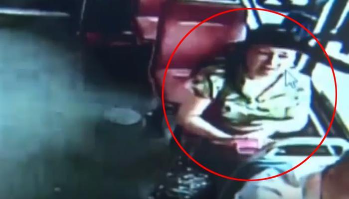 VIDEO : स्मार्टफोनमध्ये हरवलेल्यांनो इकडे लक्ष द्या...