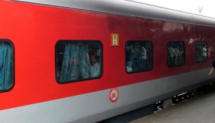 रेल्वेचं नवं वेळापत्रक आजपासून लागू, 90 गाड्यांच्या स्पीडमध्ये वाढ