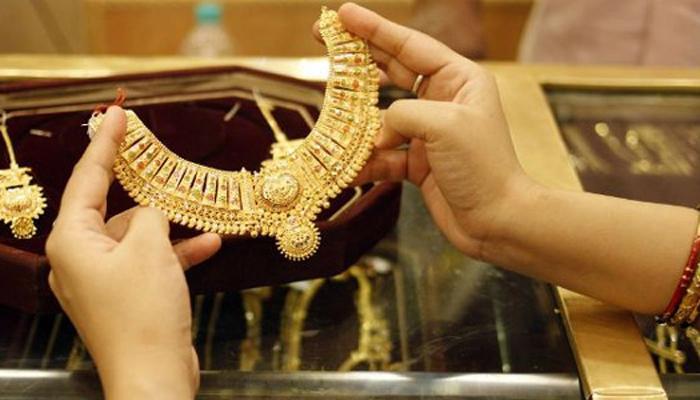 सोने दरात १८ वर्षांनंतर सर्वात मोठी घसरण, दिवाळीपर्यंत आणखी खाली येणार