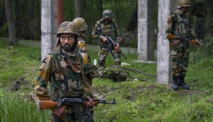 जम्मू-काश्मीरमध्ये दहशतवाद्यांसोबतच्या चकमकीत १ दहशतवादी ठार, ४ जवान शहीद
