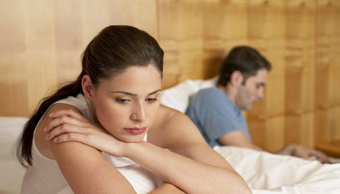 या कारणांमुळे तुमच्या वैवाहिक जीवनात येऊ शकतं नैराश्य