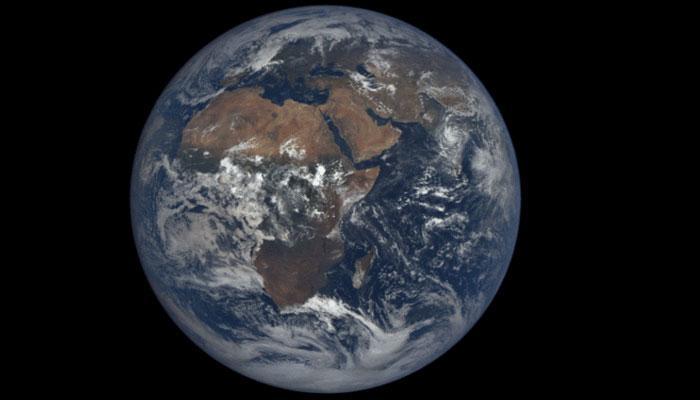 पाहा नासाच्या वेबसाइटवर फिरणारी पृथ्वी Live