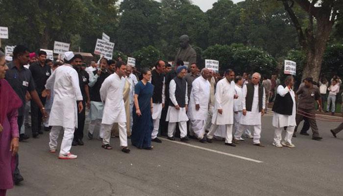 मोदी आशीर्वादाने समाजात फूट पाडण्याचा डाव : सोनिया गांधी