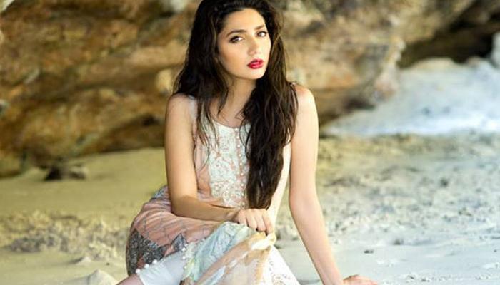 पाकिस्तानी अभिनेत्री माहिरा खानने शिवसेनेला डिवचले