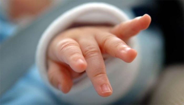 बसच्या चाकाजवळ सापडलं एका महिन्याचं अर्भक