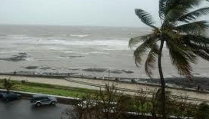 चेन्नई, पाँडेचरी किनारपट्टीवर चक्रीवादळाची भीती, समुद्र किनाऱ्यांवर हाय अलर्ट