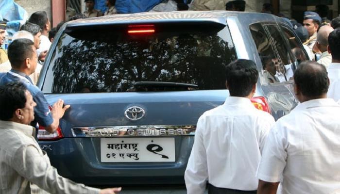 मनसे अध्यक्ष राज ठाकरे यांच्या गाडीला अपघात