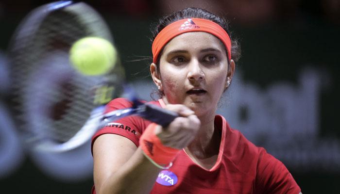 सानियाने ममता बॅनर्जींना दिले टेनिसचे धडे