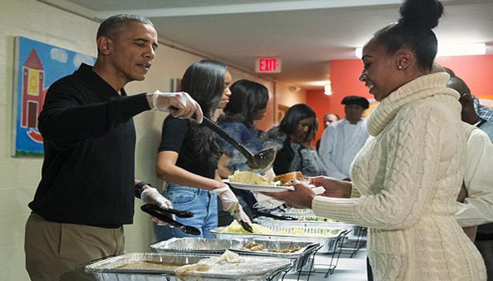 बराक ओबामांकडून बेघरांसाठी मेजवानीचे आयोजन