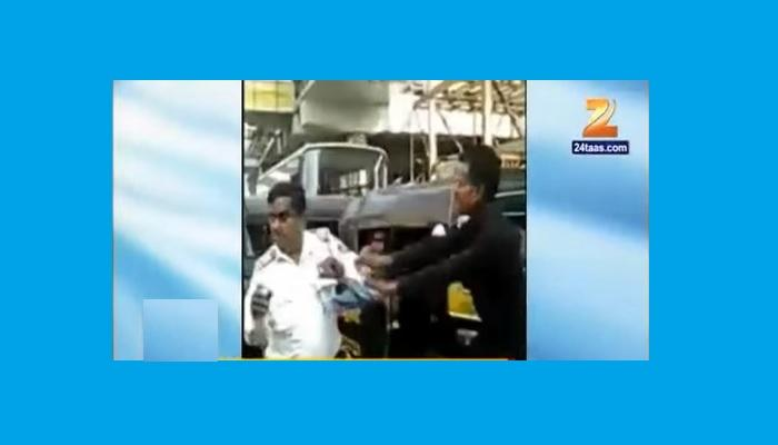 व्हिडीओ   रिक्षा चालकाकडून ट्रॅफिक पोलिसाला मारहाण