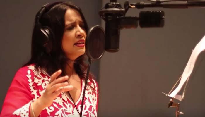 मिसेस सीएम यांनी गोपीनाथ मुंडेंसाठी गायलं खास गाणं