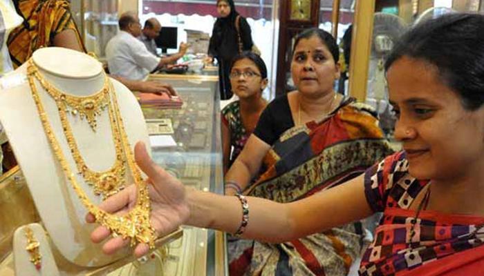 सोने दरात सलग दुसऱ्या दिवशी घसरण, २५६९० रुपये प्रति तोळा