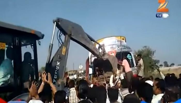 Exclusive व्हिडिओ :  अपघाताच्या ट्रकमध्ये फसलेला ड्रायव्हर सुखरूप काढला