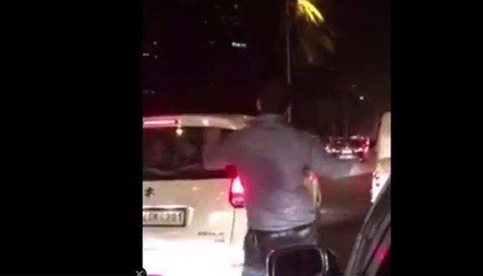 video : मुंबईकरांचे स्पिरीट दाखवणारा हा व्हिडीओ होतोय व्हायरल