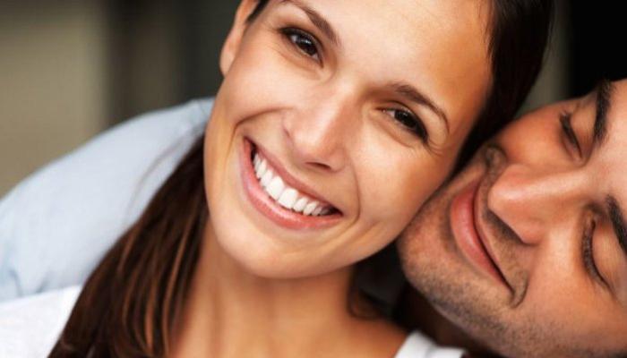 पुरुष आपल्याहून वयानं मोठ्या महिलांकडे आकर्षित होण्याची ७ कारणं