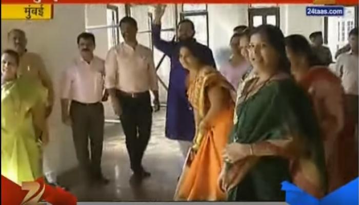 मुंबई महापालिकेच्या सभागृहाबाहेर 'मनसे'ची क्रिकेट मॅच