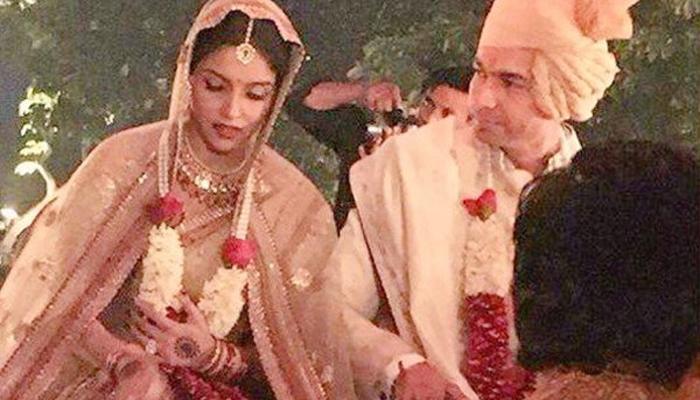 सप्तपदी झालीच नाही, आसिन-राहुलच्या लग्नातून २१ पंडित माघारी