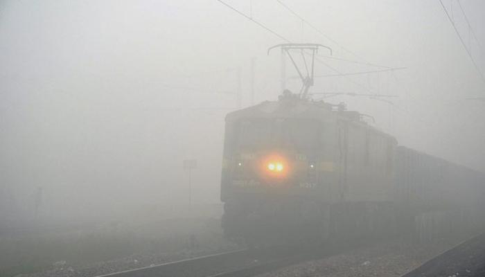 दाट धुक्यामुळे उत्तर भारतातील २० गाड्या रद्द