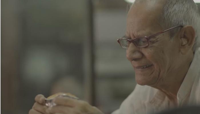 आजोबा आणि त्यांच्या आवडत्या मावा केकचा हा व्हिडिओ तुमच्या हृदयाला नक्की भिडेल