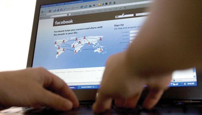 फेसबुकवर खोट्या नावाने चॅटिंग करणारे निघाले पती-पत्नी