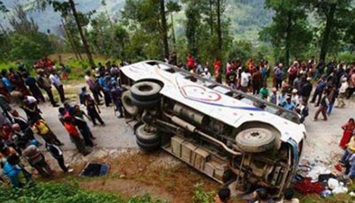 गुजरातच्या पूर्णा नदीत कोसळली भरलेली बस, २० जणांचा मृत्यू
