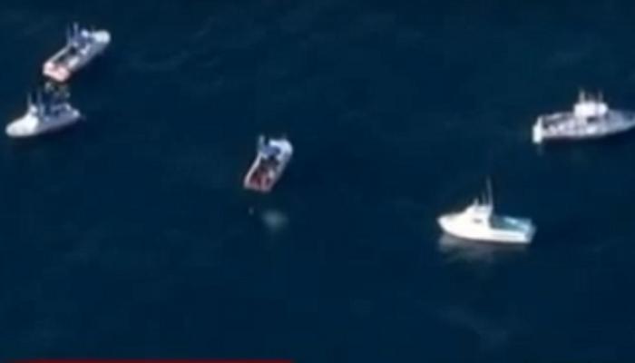 दोन विमानांची हवेत धडक, दोन्ही समुद्रात कोसळली