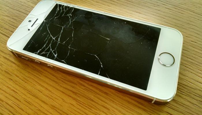 स्क्रीनला तडे गेलेले आयफोनही अॅपल परत घेणार