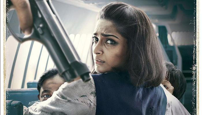VIDEO : 'नीरजा' सिनेमातलं हे गाणं डोळ्यांत अश्रू उभे करील