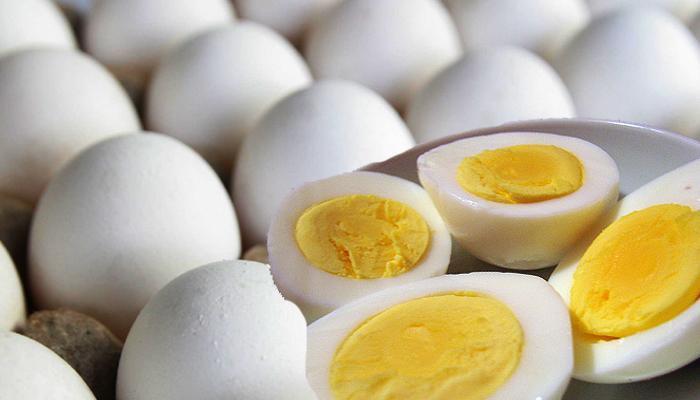 ब्रेकफास्टमध्ये नेहमी खा दोन अंडी